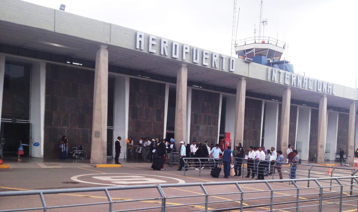 recepción en el aeropuerto por real house cusco